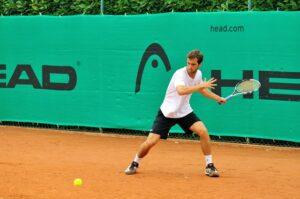Coraz więcej chętnych do gry w tenisa ziemnego